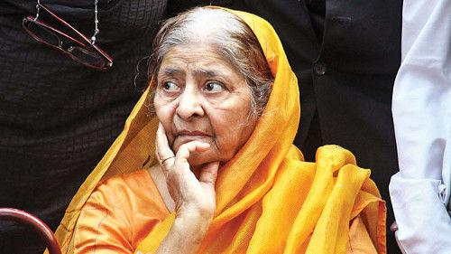 2002 गुजरात दंगे : मोदी को क्लीन चिट देने के खिलाफ याचिका पर सुप्रीम कोर्ट में सुनवाई चार हफ्ते टली