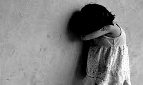 12 साल से कम उम्र की किसी लड़की ज़बरन चूमना और गले लगाना पोकसो अधिनियम के तहत