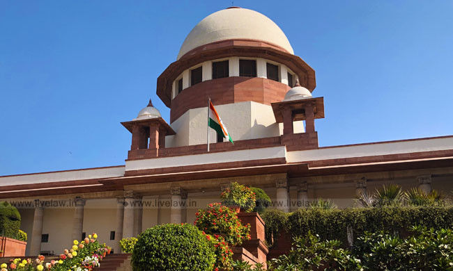 चुनाव अभियान में धर्म-जाति को लाने वाले दलों के खिलाफ कार्रवाई की याचिका पर सुप्रीम कोर्ट ने चुनाव आयोग को नोटिस जारी किया