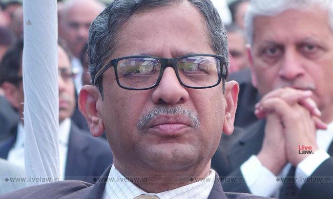 CJI के खिलाफ यौन उत्पीड़न की शिकायत की इन- हाउस जांच पैनल से जस्टिस NV रमना ने खुद को अलग किया