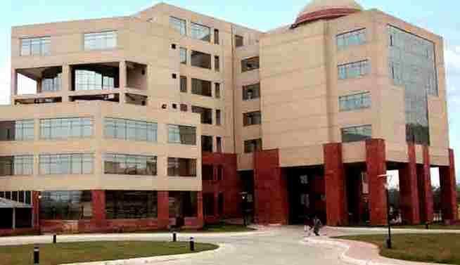 NLU दिल्ली के एससी, एसटी छात्रों की शिकायत, हमारे साथ हो रहा है संस्थागत भेदभाव