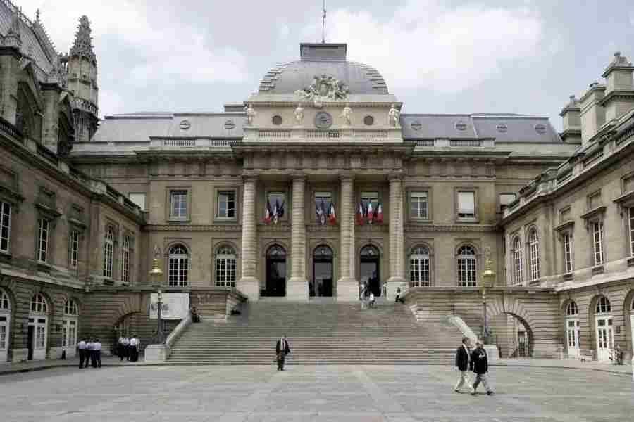 बिज़नेस ट्रिप पर सेक्स करते हुए हुई मौत को पेरिस की अदालत ने  वर्कप्लेस दुर्घटना माना