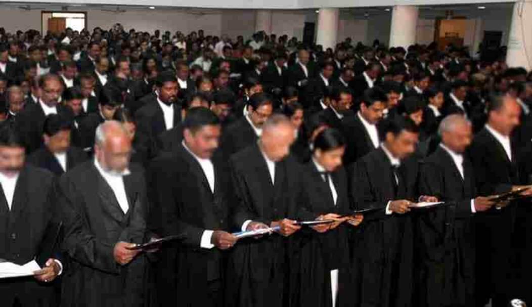 बार काउंसिल ऑफ महाराष्ट्र एंड गोवा ने अखबारों और व्हाट्सएप पर विज्ञापन देने पर अधिवक्ताओं को चेतावनी दी