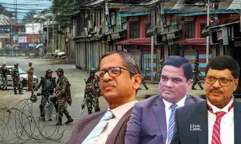 जम्मू और कश्मीर में कब तक प्रतिबंध जारी रहेंगे? सुप्रीम कोर्ट ने केंद्र सरकार से मांगा साफ जवाब