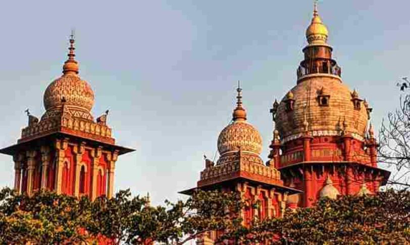 अविवाहित जोड़े का होटल के कमरे में रहना नहीं है अपराध :  मद्रास हाईकोर्ट