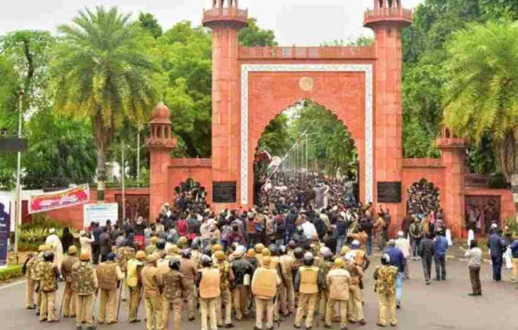 AMU छात्रों के खिलाफ पुलिस हिंसा : इलाहाबाद हाईकोर्ट ने जनहित याचिका पर फैसला सुरक्षित रखा