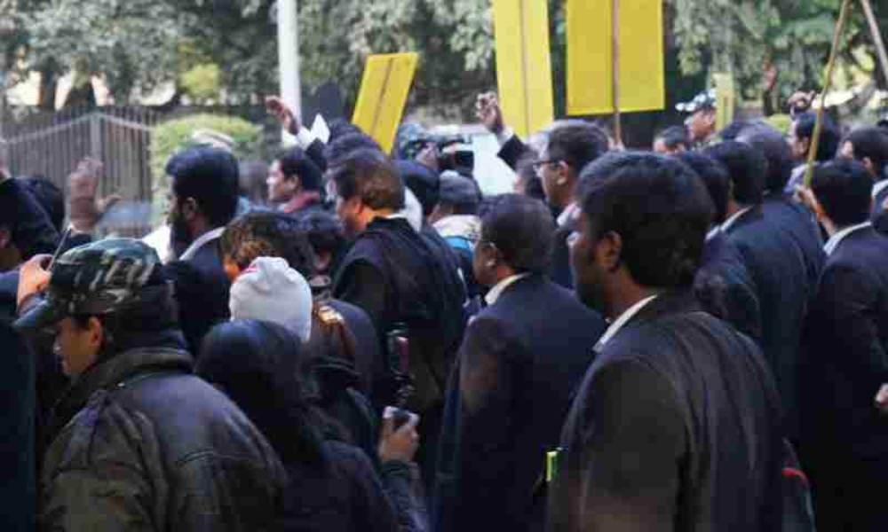 व्यर्थ  मामलों पर वकीलों की हड़ताल  को सुप्रीम कोर्ट ने अवैध करार दिया
