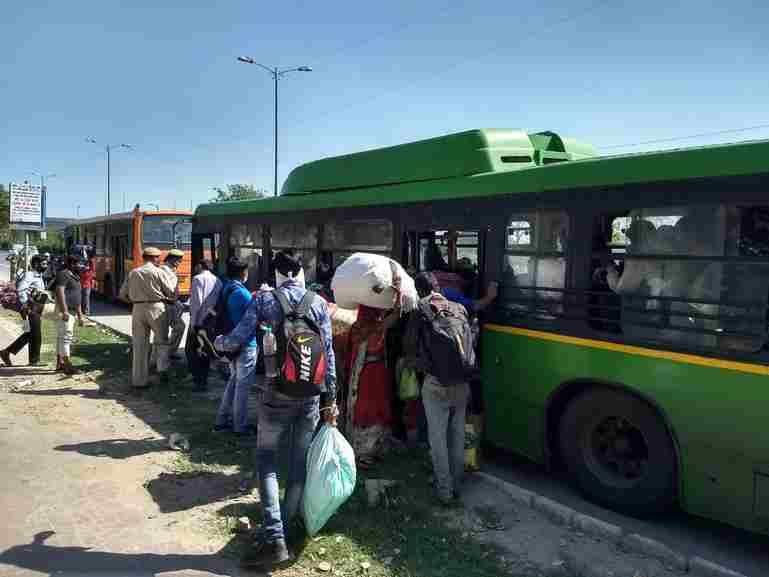 प्रवासी श्रमिकों की दुर्दशा पर सुप्रीम कोर्ट ने चिंता जताई, मज़दूरोंं को भुगतान करने के मुद्दे पर दर्ज  PIL  पर नोटिस जारी किया