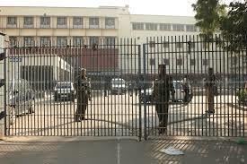 दिल्ली की अदालत ने क्वारंटीन से भागने और पुलिस अधिकारियों की पिटाई करने वाले COVID-19 मरीज़ को ज़मानत देने से इनकार किया