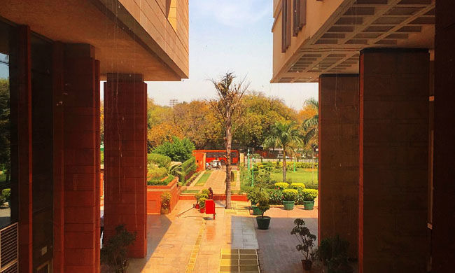 दिल्ली हाईकोर्ट ने दिल्ली सरकार से कहा, अगर नए मामले नहीं हो रहे हैं तो कंटेनमेंट ज़ोन से प्रतिबंध हटाए जाएं