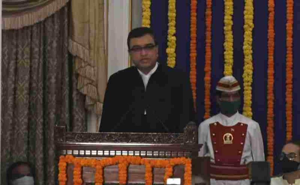 न्यायमूर्ति दीपांकर दत्ता ने बॉम्बे हाईकोर्ट के मुख्य न्यायाधीश के रूप में शपथ ली