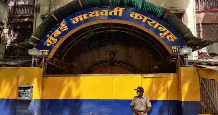मुंबई की आर्थर रोड जेल में COVID-19 का संक्रमण फैलने के बाद कई कैदियों ने ज़मानत की मांग की, बॉम्बे हाईकोर्ट ने कहा, कैदियों को भी जीवन का अधिकार