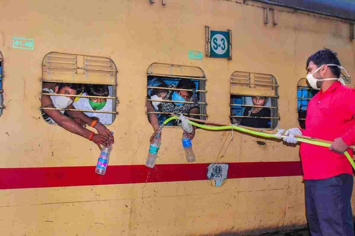 श्रमिक ट्रेन : कर्नाटक हाईकोर्ट ने केंद्र और राज्य सरकार से प्रवासियों के लिए भोजन और पानी की व्यवस्था का ब्यौरा मांगा