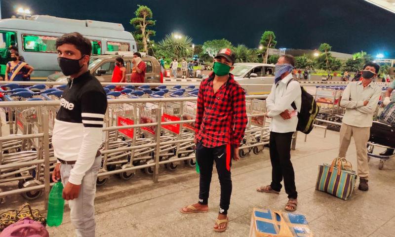 मुंबई में फंसें 174 प्रवासियों को NLSIU के पूर्व छात्रों ने चार्टर्ड प्लेन किराए पर लेकर उनके गृह राज्य झारखंड पहुंचाया