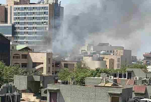 दिल्ली के रोहिणी कोर्ट परिसर मेंं लगी आग