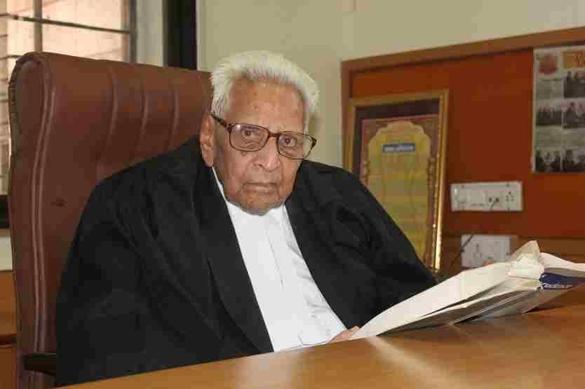 नए वकीलों को अपने कार्यों से अपनी गंभीरता का परिचय देना चाहिए, 100 वर्षीय वकील लेखराज मेहता से लाइव लॉ की ख़ास बातचीत