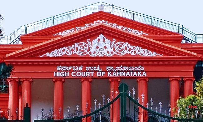 कर्नाटक हाईकोर्ट ने बार काउंसिल और कर्नाटक लॉ यूनिवर्सिटी के उस फैसले को रद्द किया जिसमें ऑफलाइन मोड में एलएलबी की इंटरमीडिएट सेमेस्टर परीक्षा का आयोजन किया जाना था