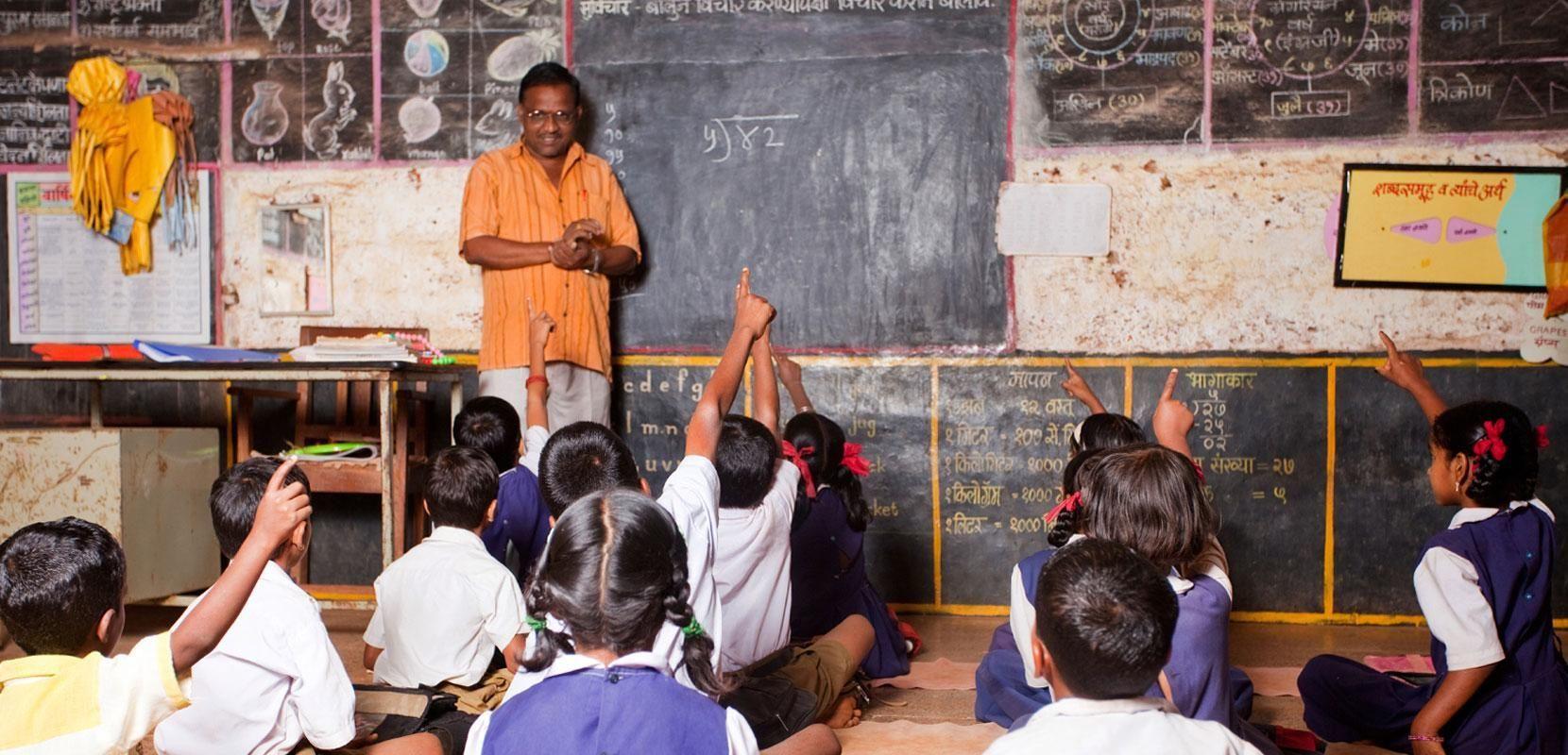 शिक्षक के रूप में आवश्यक कार्य करने के बाद ही राज्य एक शिक्षक को अतिरिक्त कार्य करने के लिए कह सकता है: इलाहाबाद हाईकोर्ट