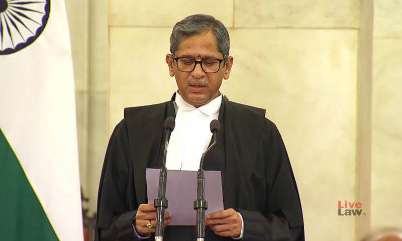 जस्टिस एनवी रमना ने भारत के 48वें मुख्य न्यायाधीश के रूप में शपथ ली