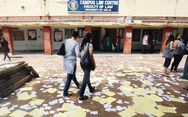 दिल्ली हाईकोर्ट ने लंबित परीक्षाओं को रद्द करने संबंधी याचिका पर बार काउंसिल ऑफ इंडिया और डीयू की लॉ फैकल्टी को नाटिस जारी किये