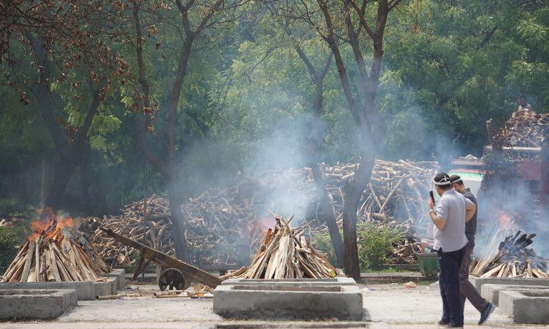 परंपराओं और रीति-रिवाजों को राष्ट्रीय हित के लिए झुकना पड़ता है: जम्मू एंड कश्मीर हाईकोर्ट ने परिजनों को कोरोना से मरने वालों के शव सौंपने की मांग खारिज की