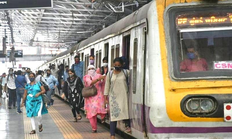 वकीलों को लोकल ट्रेनों में यात्रा की अनुमति के संबंध में गुरुवार तक अंतिम निर्णय होने की संभावना: महाराष्ट्र सरकार ने बॉम्बे हाईकोर्ट में बताया