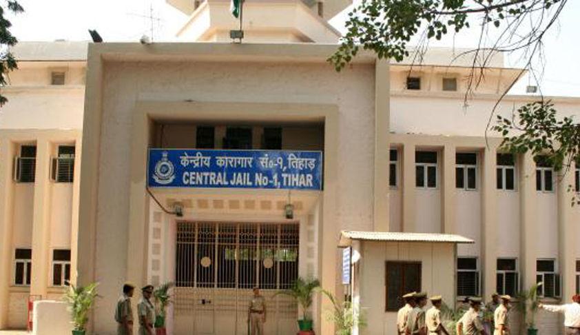 COVID-19: दिल्ली हाईकोर्ट में राज्य की जेलों में भीड़भाड़ कम करने के लिए याचिका, कैदियों के लिए आरटी पीसीआर टेस्ट अनिवार्य करने की मांग